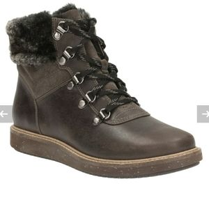 Clarks Glick Clarmont casual lace up boots size 7